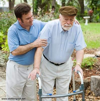 Phan biet caregiver va caretaker trong tieng Anh
